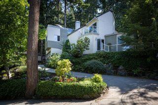 Photo 1: 986 Fir Tree Glen in : SE Broadmead House for sale (Saanich East)  : MLS®# 881671
