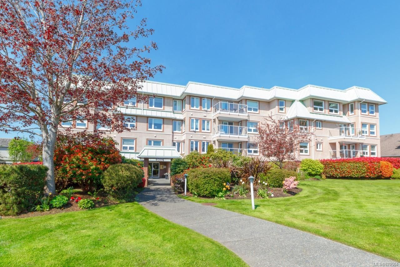 Main Photo: 312 9650 First St in Sidney: Si Sidney South-East Condo for sale : MLS®# 870504
