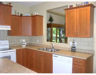 "Photo 3: 39 23281 KANAKA Way in Maple_Ridge: Cottonwood MR Townhouse for sale in ""Woodridge on the Creek"" (Maple Ridge)  : MLS®# V765126"