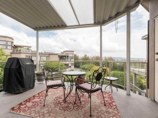 """Photo 8: 406 74 RICHMOND Street in New Westminster: Fraserview NW Condo for sale in """"Governors Court"""" : MLS®# R2407457"""