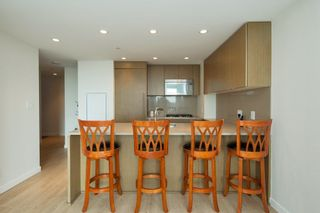 """Photo 4: 704 112 E 13TH Street in North Vancouver: Lower Lonsdale Condo for sale in """"CENTREVIEW"""" : MLS®# R2243856"""