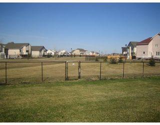 Photo 3: 30 MARSEILLES Close in WINNIPEG: West Kildonan / Garden City Residential for sale (North West Winnipeg)  : MLS®# 2807142
