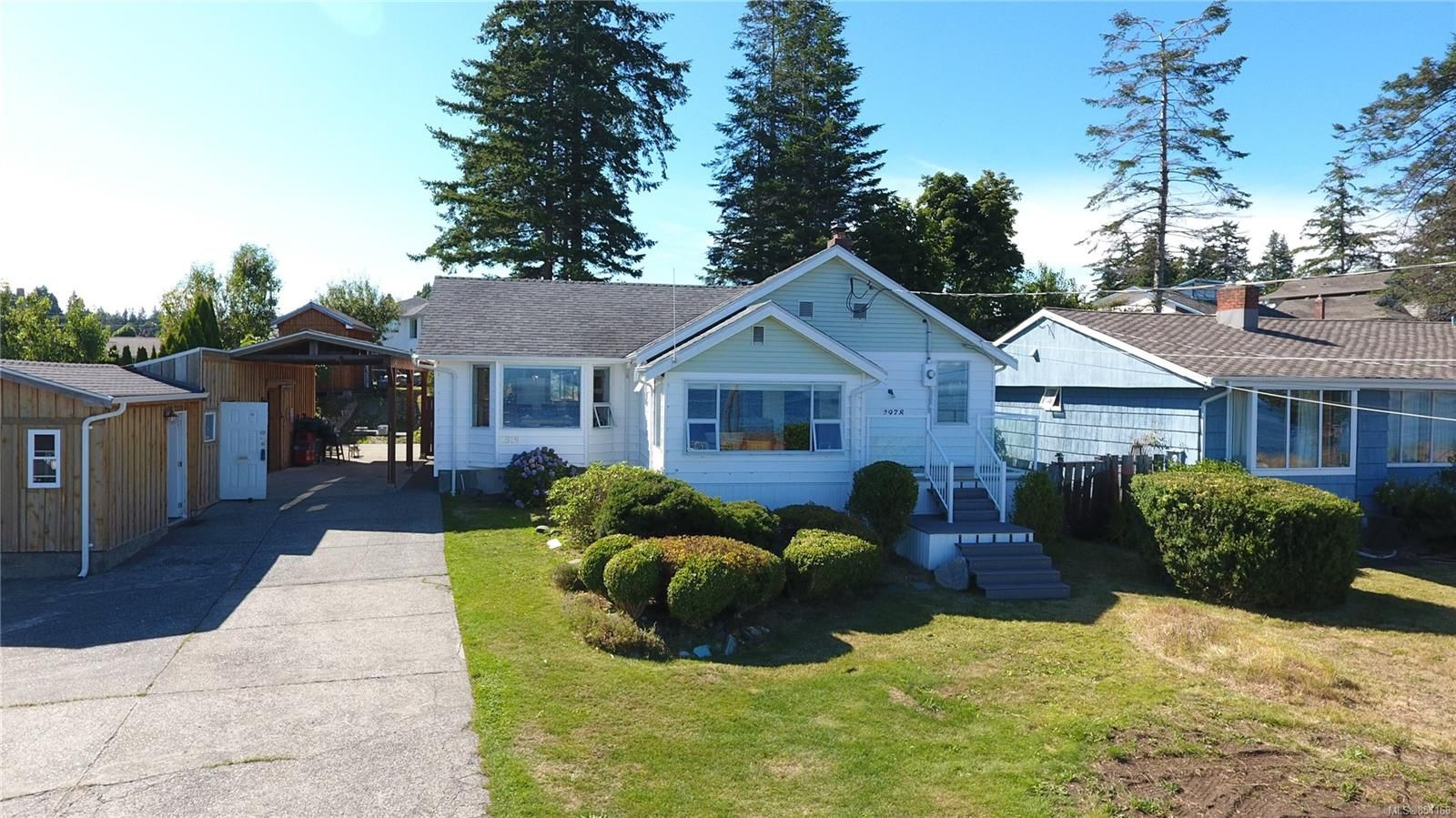 Main Photo: 2978 South Island Hwy in Campbell River: CR Willow Point House for sale : MLS®# 854168