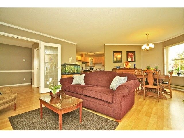 """Main Photo: 108 5565 BARKER Avenue in Burnaby: Central Park BS Condo for sale in """"BARKER PLACE"""" (Burnaby South)  : MLS®# V953563"""