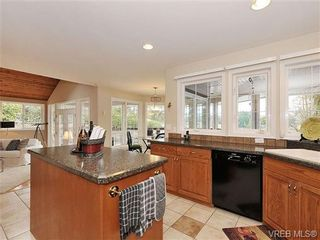Photo 10: 948 Page Avenue in : La Glen Lake House for sale (Langford)  : MLS®# 320355
