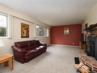 Photo 3: 2118 Bradford Ave in Sidney: Si Sidney North-East House for sale : MLS®# 844026