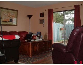 """Photo 2: 240 32550 MACLURE Road in Abbotsford: Abbotsford West Townhouse for sale in """"Clearbrook Village"""" : MLS®# F2813325"""
