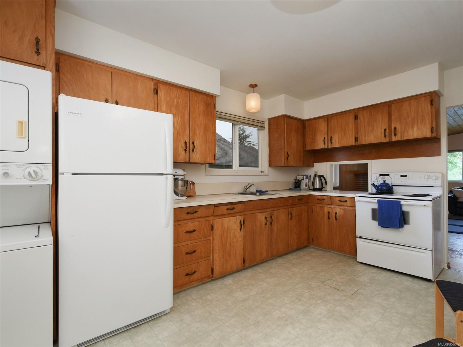 Photo 8: Photos: 3909 Ansell Rd in : SE Mt Tolmie House for sale (Saanich East)  : MLS®# 856714