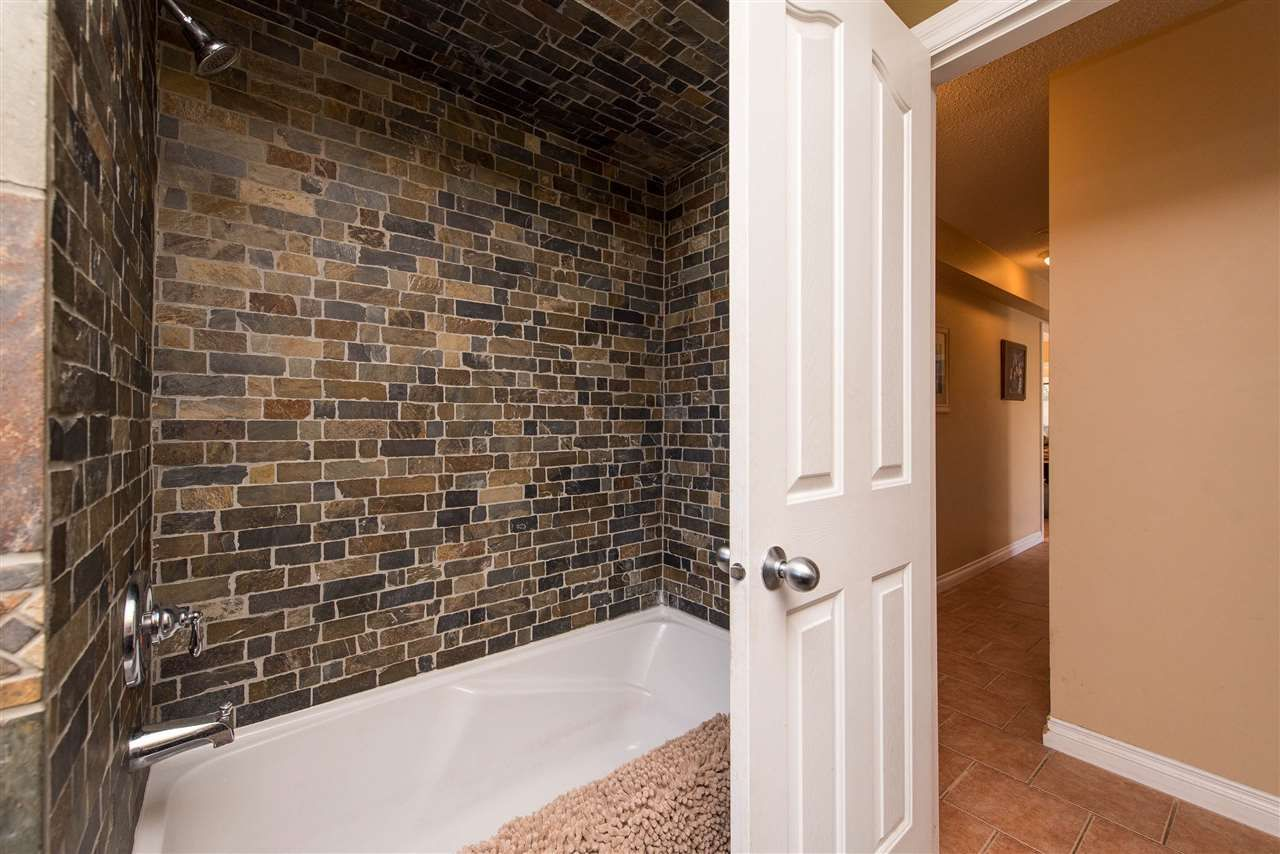 Photo 19: Photos: 2584 SUNNYSIDE Crescent in Abbotsford: Abbotsford West House for sale : MLS®# R2551772