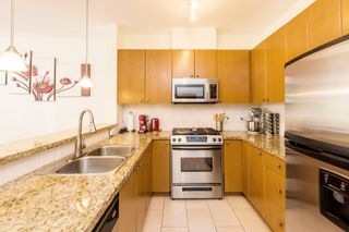 """Photo 2: 407 14 E ROYAL Avenue in New Westminster: Fraserview NW Condo for sale in """"Victoria Hill"""" : MLS®# R2280789"""