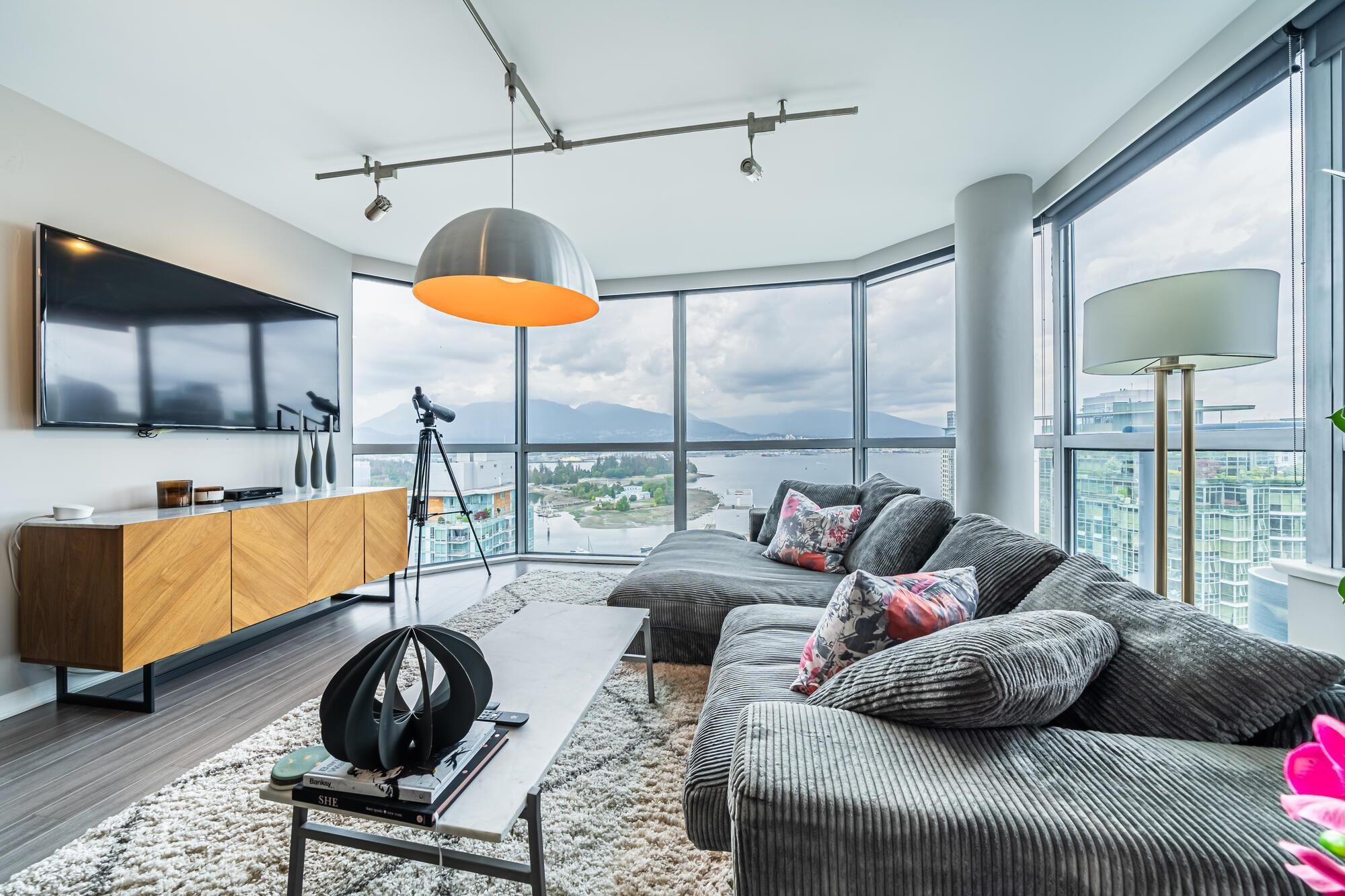 Main Photo: 2403 1415 W GEORGIA STREET in Vancouver: Coal Harbour Condo for sale (Vancouver West)  : MLS®# R2612819