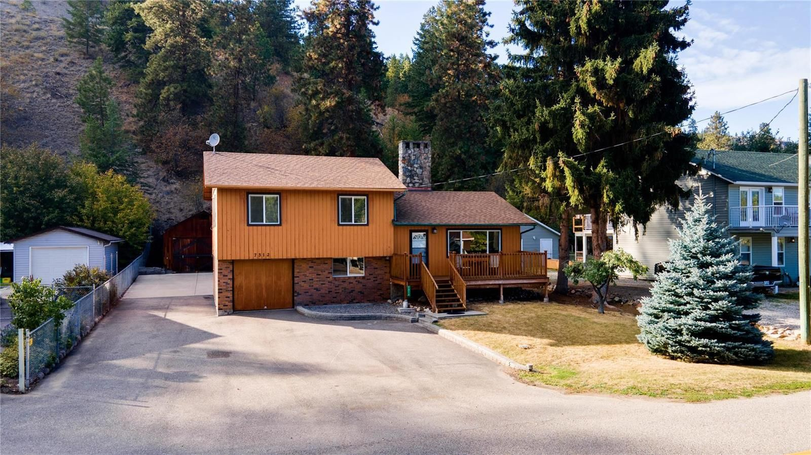 Main Photo: 7312 Fintry Delta Road, Fintry: Vernon Real Estate Listing: MLS®# 10240998