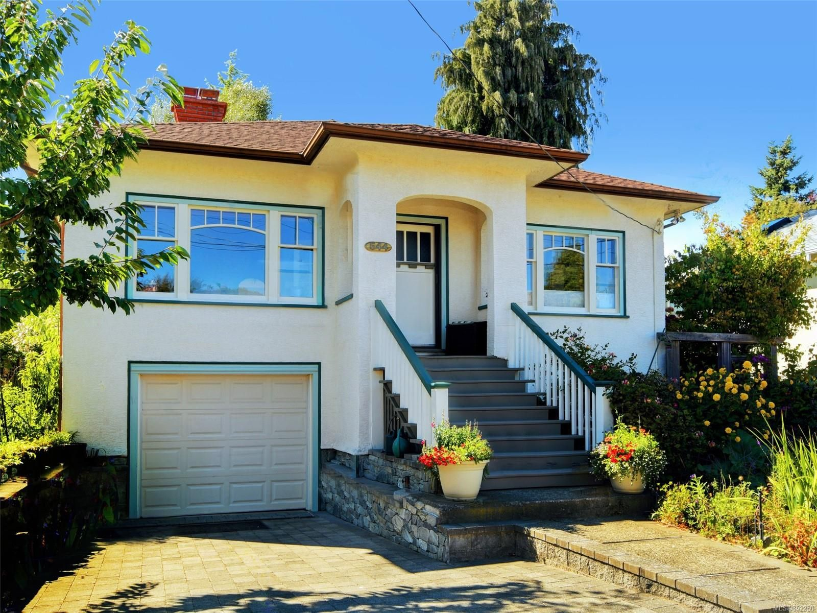 Main Photo: 544 Cornwall St in : Vi Fairfield West House for sale (Victoria)  : MLS®# 852280