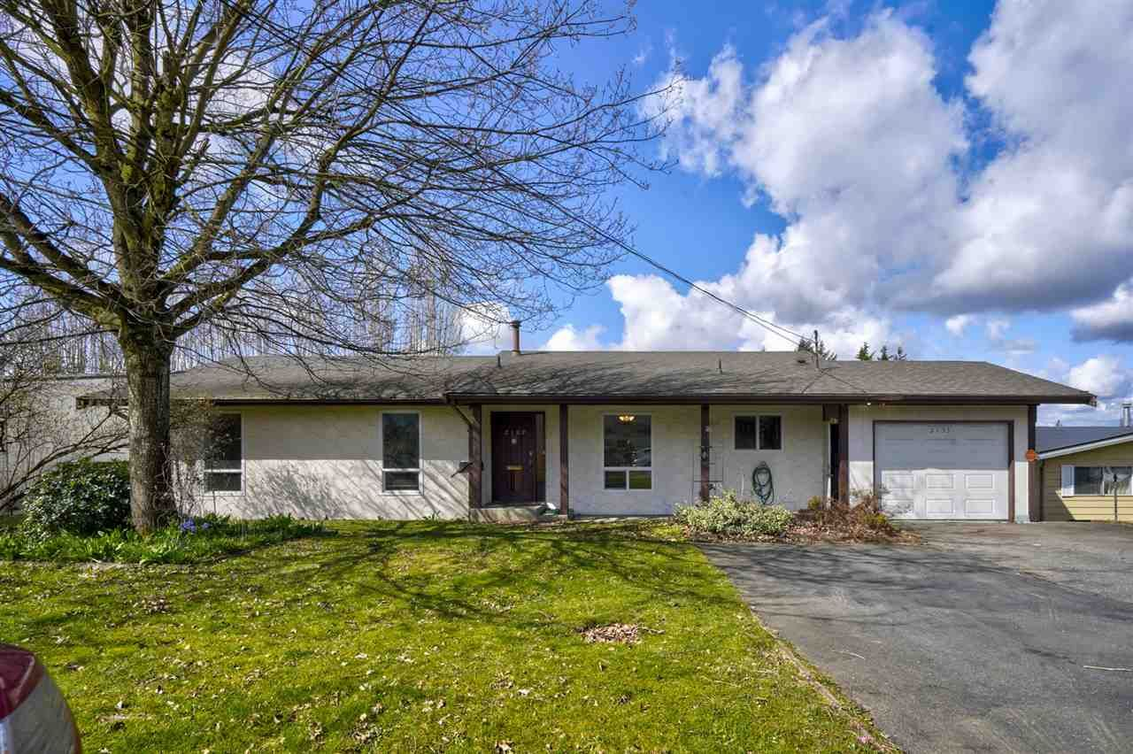 Main Photo: 2153 DOLPHIN Crescent in Abbotsford: Abbotsford West House for sale : MLS®# R2561403