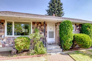 Photo 2: 2618 46 Street SE in Calgary: Forest Lawn Detached for sale : MLS®# A1146875