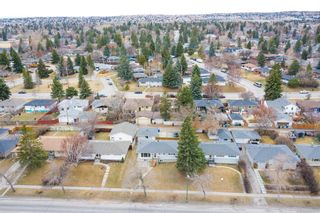 Photo 2: 2027 37 Street SW in Calgary: Glendale Detached for sale : MLS®# A1093610