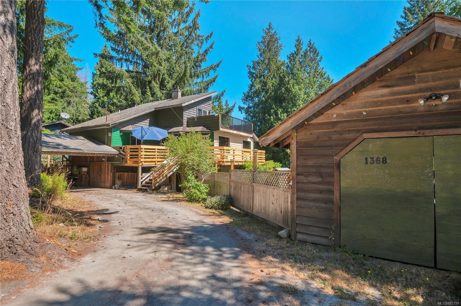 Quadra Island family home on 0.46 acres, located in a popular residential area on the Island!