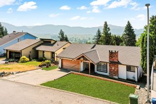 """Photo 3: 35784 SUNRIDGE Place in Abbotsford: Abbotsford East House for sale in """"MOUNTAIN VILLAGE"""" : MLS®# R2614606"""