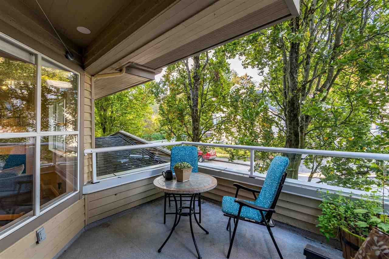 """Main Photo: 3 925 TOBRUCK Avenue in North Vancouver: Mosquito Creek Townhouse for sale in """"KENSINGTON GARDEN"""" : MLS®# R2510119"""