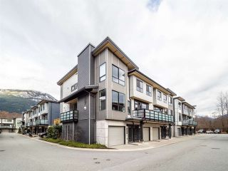 "Photo 3: 38361 EAGLEWIND Boulevard in Squamish: Downtown SQ Townhouse for sale in ""Eaglewind ""The Falls"""" : MLS®# R2555528"