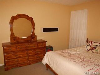 Photo 3: 109 545 Manchester Rd in VICTORIA: Vi Burnside Condo for sale (Victoria)  : MLS®# 672377