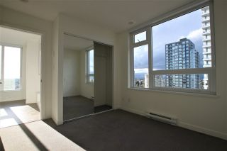 """Photo 6: 1902 5665 BOUNDARY Road in Vancouver: Collingwood VE Condo for sale in """"Wall Centre Central Park"""" (Vancouver East)  : MLS®# R2355553"""