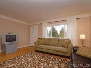 Photo 2: 843 Tulip Ave in VICTORIA: SW Marigold House for sale (Saanich West)  : MLS®# 554188
