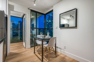 """Photo 7: 1403 928 RICHARDS Street in Vancouver: Yaletown Condo for sale in """"THE SAVOY"""" (Vancouver West)  : MLS®# R2461037"""