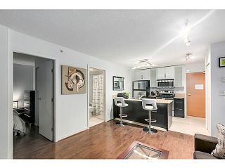 "Photo 4: 903 928 HOMER Street in Vancouver: Yaletown Condo for sale in ""YALETOWN PARK1"" (Vancouver West)  : MLS®# V1105059"