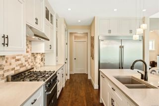 Photo 8: 2104 Champions Way in : La Bear Mountain House for sale (Langford)  : MLS®# 851229