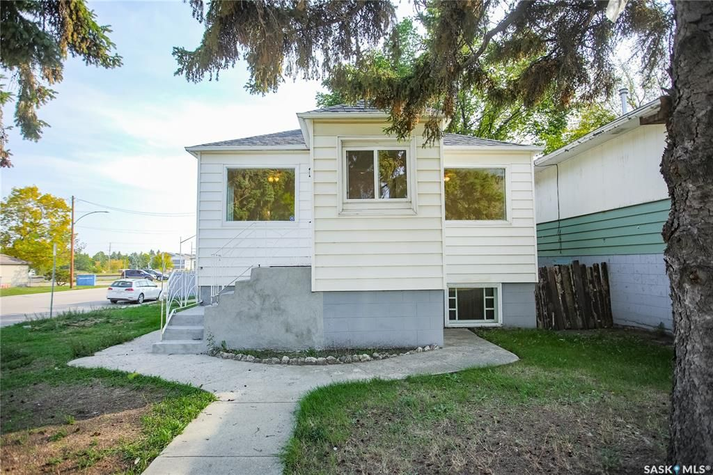 Main Photo: 1301 20th Street West in Saskatoon: Pleasant Hill Residential for sale : MLS®# SK870390
