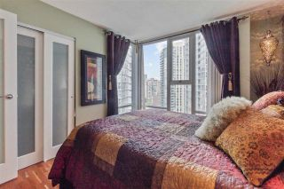 "Photo 19: 2307 583 BEACH Crescent in Vancouver: Yaletown Condo for sale in ""2 PARK WEST"" (Vancouver West)  : MLS®# R2574813"