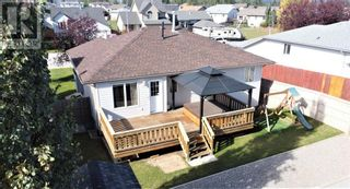 Photo 2: 152 MacKay Crescent in Hinton: House for sale : MLS®# A1108332