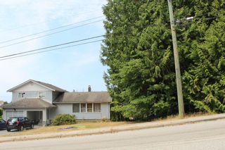 "Photo 3: 5751 NICKERSON Road in Sechelt: Sechelt District House for sale in ""WEST SECHELT"" (Sunshine Coast)  : MLS®# R2600292"