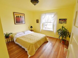 Photo 2: 2520 TRIUMPH Street in Vancouver: Hastings East House for sale (Vancouver East)  : MLS®# R2007829