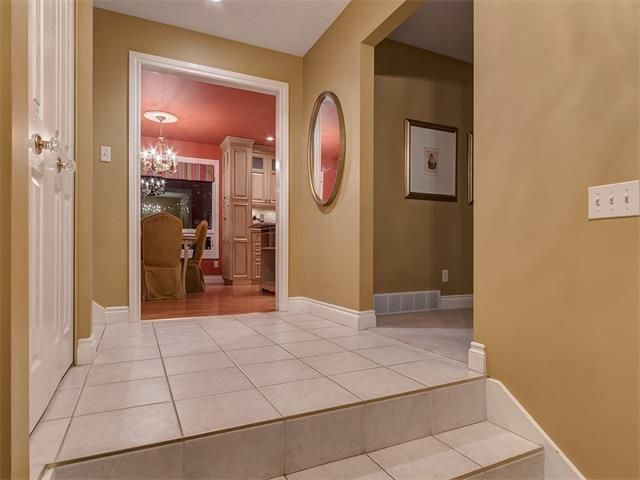 Photo 3: Photos: 7016 KENOSEE Place SW in Calgary: Kelvin Grove House for sale : MLS®# C4055215