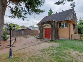 Photo 3: 1978 NASSAU Drive in Vancouver: Fraserview VE House for sale (Vancouver East)  : MLS®# R2619446