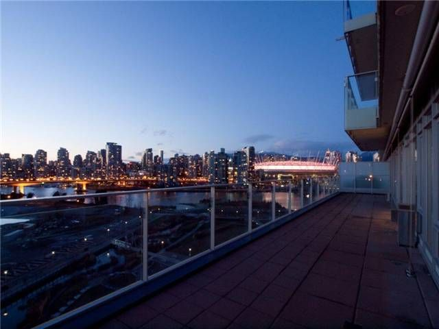 Main Photo: 1105 181 W 1ST Avenue in Vancouver: False Creek Condo for sale (Vancouver West)  : MLS®# V923291