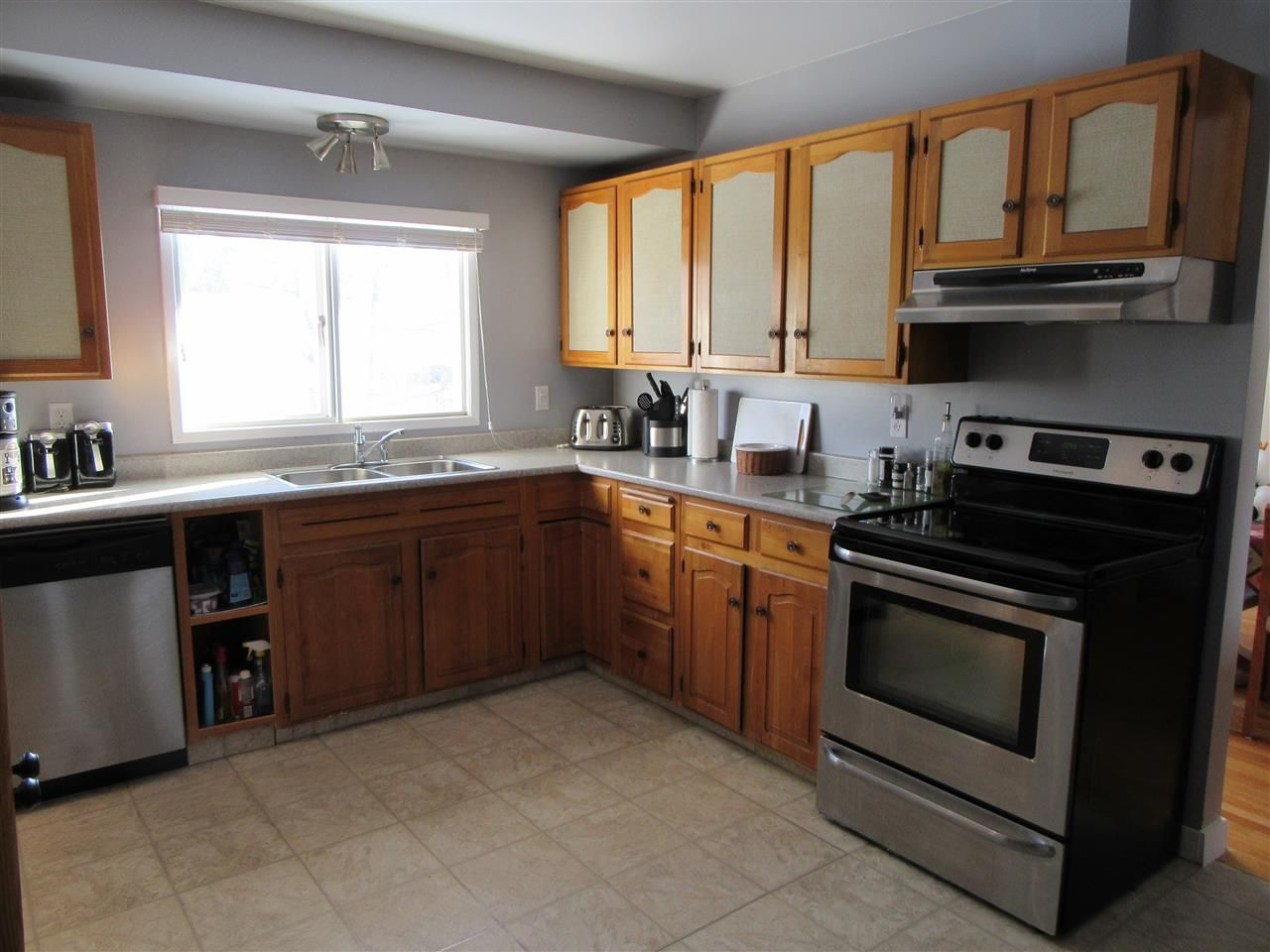 Photo 5: Photos: 522 RADCLIFFE Drive: Quinson House for sale (PG City West (Zone 71))  : MLS®# R2433646