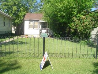 Photo 1: : RED for sale (Montrose)  : MLS®# E3059379