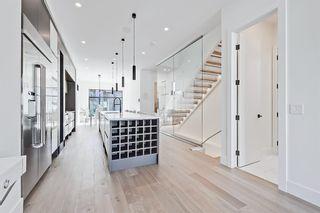 Photo 2: 504 14 Avenue NE in Calgary: Renfrew Detached for sale : MLS®# A1090072