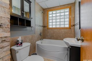 Photo 16: 211 G Avenue North in Saskatoon: Caswell Hill Residential for sale : MLS®# SK870709