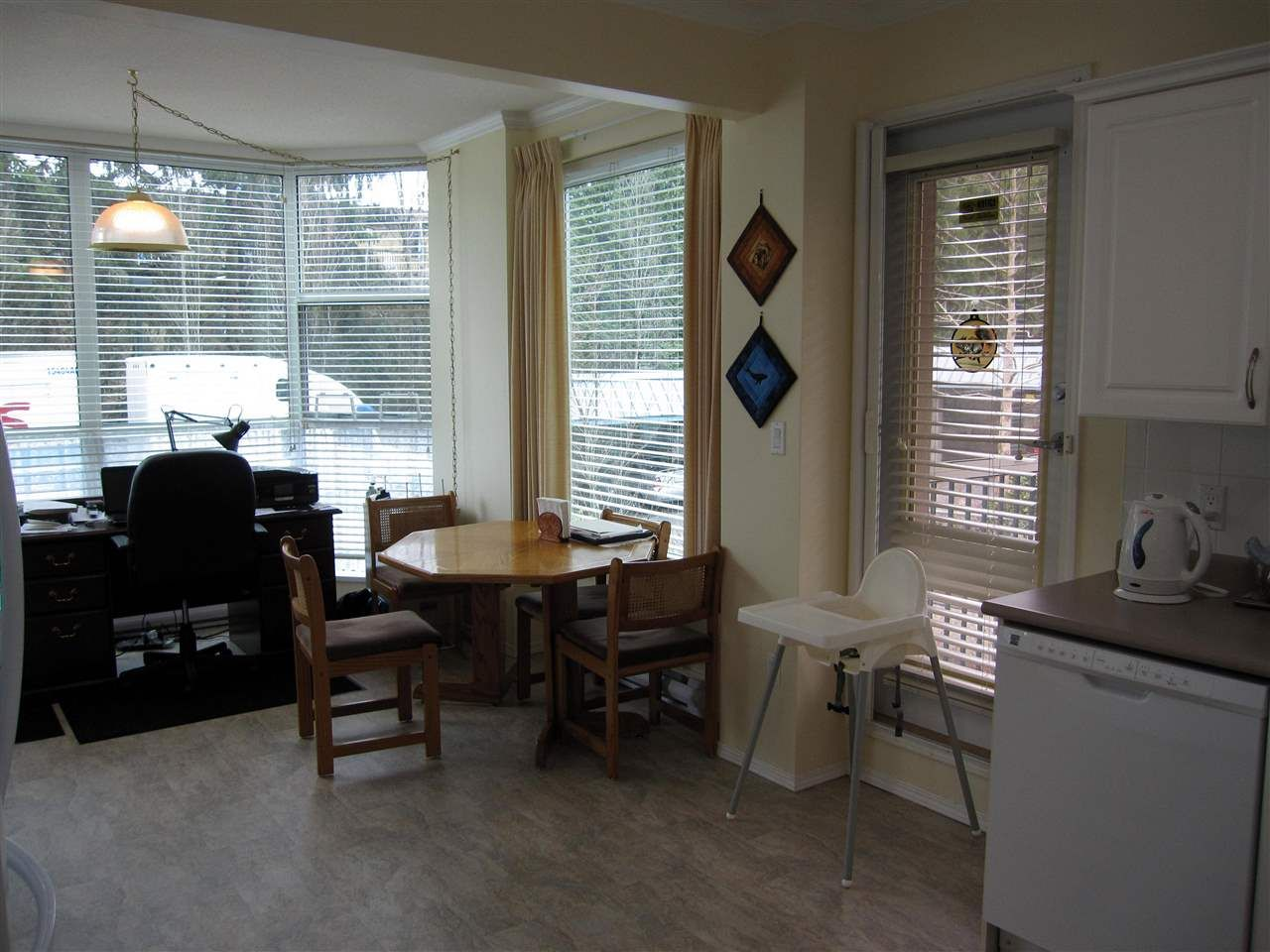 """Photo 4: Photos: 107 12148 224 Street in Maple Ridge: East Central Condo for sale in """"PANORAMA"""" : MLS®# R2153257"""