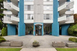 "Photo 2: 802 4691 W 10TH Avenue in Vancouver: Point Grey Condo for sale in ""Westgate"" (Vancouver West)  : MLS®# R2502529"