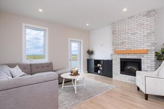 Photo 2: 37 Aberdeen Drive in Niverville: The Highlands Residential for sale (R07)  : MLS®# 202122880