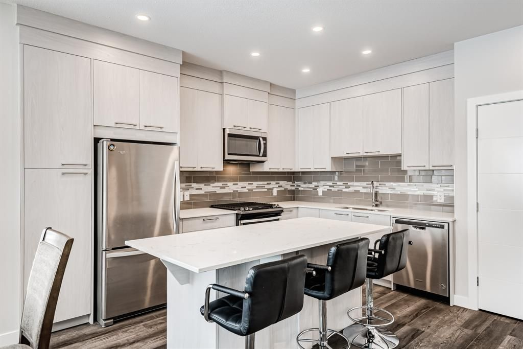 Photo 3: Photos: 125 Redstone Crescent NE in Calgary: Redstone Row/Townhouse for sale : MLS®# A1124721
