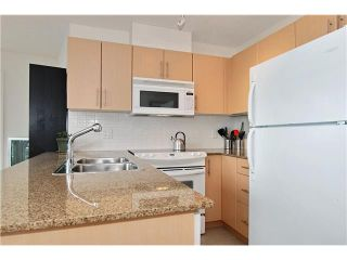 """Photo 4: 809 550 TAYLOR Street in Vancouver: Downtown VW Condo for sale in """"THE TAYLOR"""" (Vancouver West)  : MLS®# V838686"""