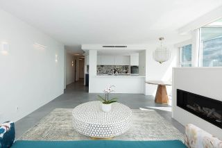 """Photo 7: 1602 1077 MARINASIDE Crescent in Vancouver: Yaletown Condo for sale in """"Marinaside Resort Residences"""" (Vancouver West)  : MLS®# R2592823"""