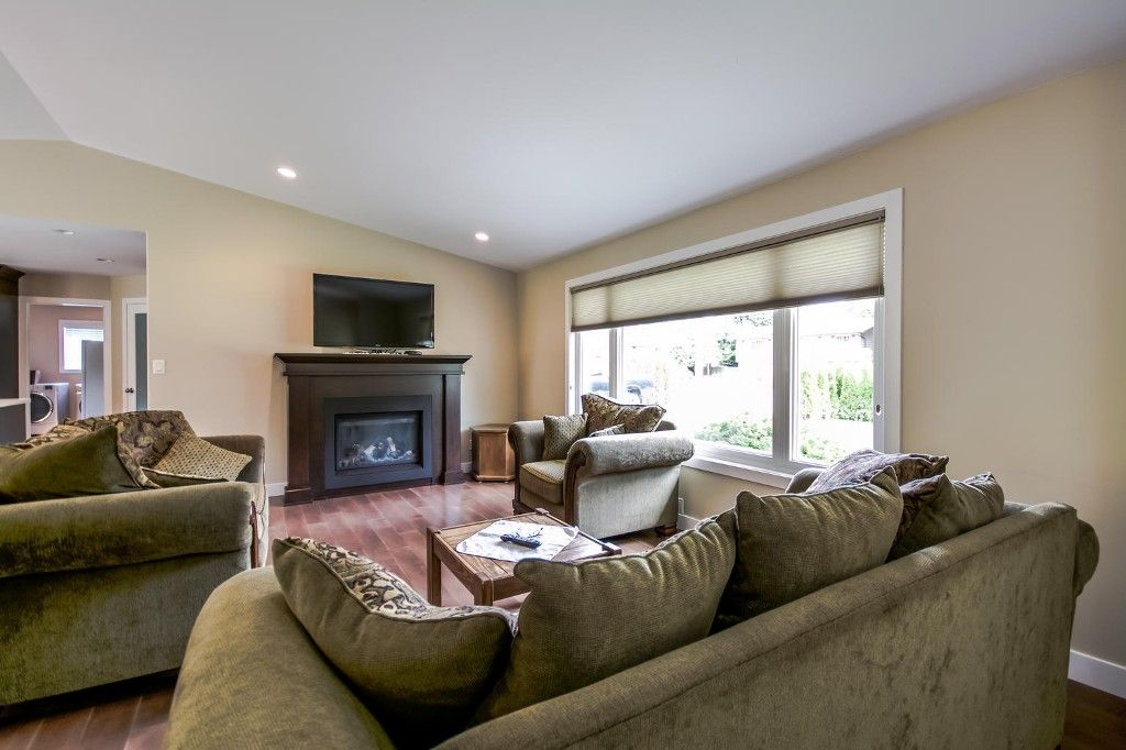 Photo 10: Photos: 4369 200a Street in Langley: Brookswood House for sale : MLS®# R2068522