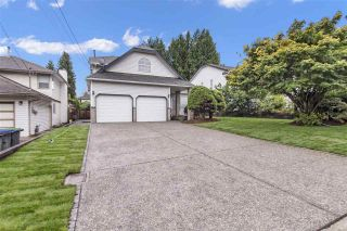 Photo 1: 15888 101A Avenue in Surrey: Guildford House for sale (North Surrey)  : MLS®# R2399116